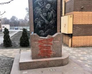В родном городе Зеленского осквернили памятник жертвам Холокоста