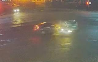 Перекрестное столкновение двух авто под Киевом попало на видео