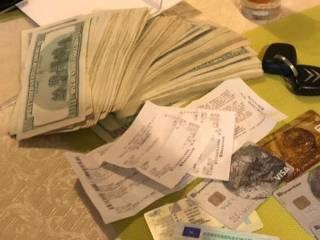 В Киеве задержана группа «решал», которые за взятку обещали пристроить на хлебное место