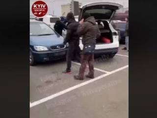 В Киеве пьяная девушка на Porsche протаранила сразу шесть машин