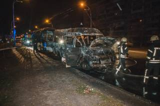 Ночью в Киеве сожгли маршрутку