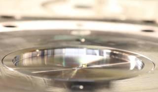 Отчеканена самая крошечная монета в мире