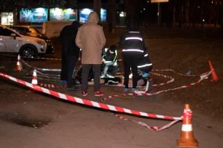 В Киеве возле остановки трамвая зарезали парня