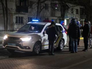 Под Киевом Mercedes повредил три авто и врезался в киоск, удирая от погони