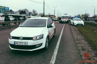 Под Днепром иномарка прямо на пешеходном переходе сбила мать с ребенком