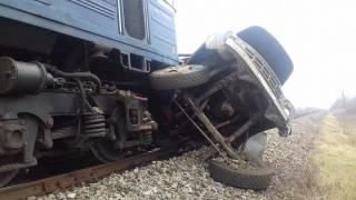 На Закарпатье киевский поезд протаранил грузовик
