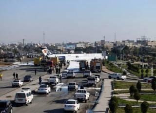 В Иране огромный «Боинг» выкатился прямо на оживленное шоссе