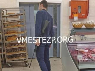 В Запорожье охранник супермаркета… устроил стрельбу по воробьям в торговом зале