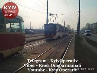 В Киеве трамвай прямо на ходу остался без колес