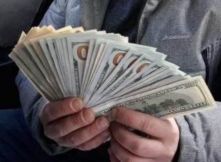 В Киеве мошенники нагрели пенсионерку без малого на миллион гривен