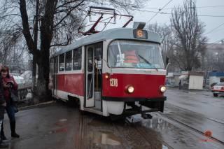 В Днепре трамвай врезался в дерево