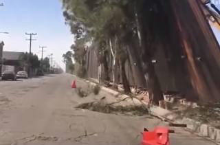 Сильный ветер унес «стену Трампа» в Мексику