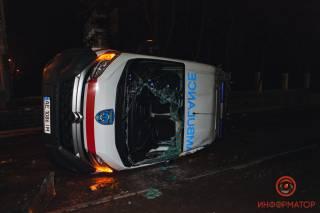 В Днепре перевернулась машина «скорой помощи»