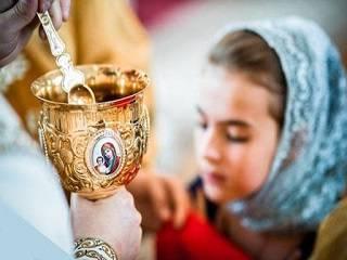 В Церкви рассказали, что заразиться коронавирусом в храме через причастие нельзя