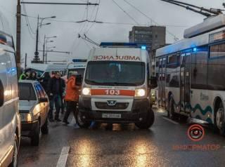 В Днепре маршрутка с пассажирами на скорости «влетела» в столб