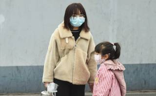 Оказалось, что медицинские маски никак не спасают от китайского коронавируса