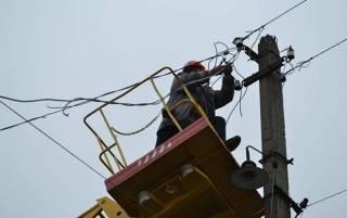 Из-за снегопада и сильного ветра пострадали люди в восьми областях Украины
