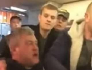 В самолете Львов – Киев избили пьяного пассажира