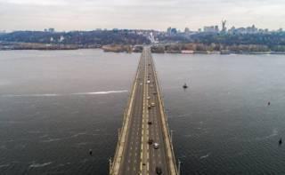 В Киеве в очередной раз перекрыли мост Патона
