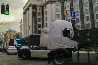 Сотни фур парализовали движение в Киеве