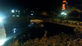 В Днепропетровской области автомобиль упал с моста в реку – погибла девушка