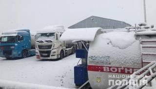 На Днепропетровщине предприимчивые ребята заправляли машины бытовым газом