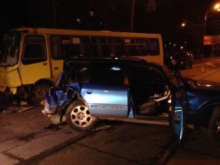 В Киеве пьяный водитель протаранил маршрутку – пострадали люди