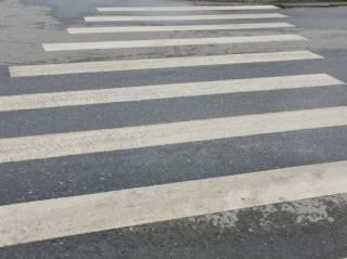 Появилось видео, как в Киеве лихач на Mercedes прямо на «зебре» сбил пешехода (18+)