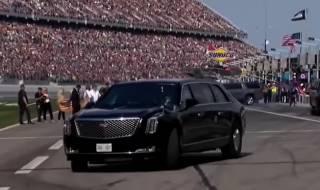 Прихватив жену, Трамп поучаствовал в гонке NASCAR Daytona 500