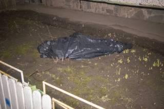 В Киеве мужчина выбросился из окна после неудачной операции на глазах