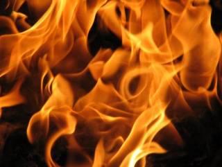 На Днепропетровщине из-за «прессинга» коллекторов женщина подожгла дом с инвалидами, ‒ есть жертвы