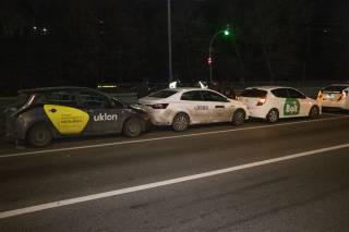 В Киеве эпично столкнулись сразу несколько машин такси