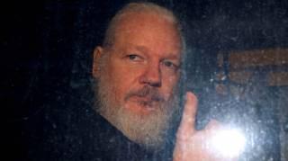 Отец Джулиана Ассанжа предрек смерть своего сына