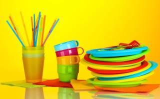 Исследователи поведали о смертельной опасности пластиковой посуды