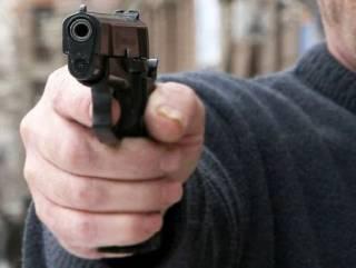 В Одессе прямо на остановке стреляли в ребенка, но попали в глаз отцу