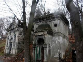 В Киеве прямо на кладбище нашли труп молодого мужчины