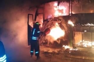 В Кривом Роге загорелся автобус с пассажирами внутри. Несколько человек были госпитализированы