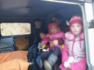 На Буковине у пьяных родителей забрали десятерых неухоженных детей