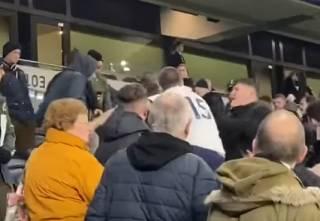 Футболист сборной Англии подрался с фанатом после позорного поражения своего клуба