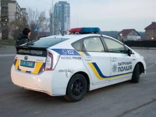 В Киеве пьяная продавщица ударила покупателя ножом