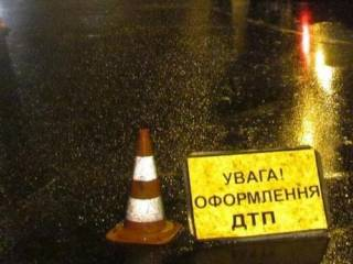 Появилось видео, как под Киевом фура смяла легковушку с людьми