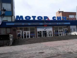 В Запорожье стена завода «Мотор Сич» рухнула на территорию частного домовладения