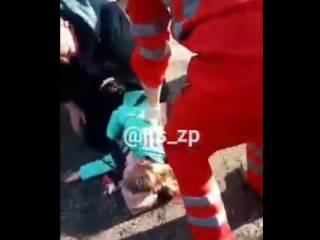 В Запорожье на ребенка упала тяжеленная деревянная скульптура