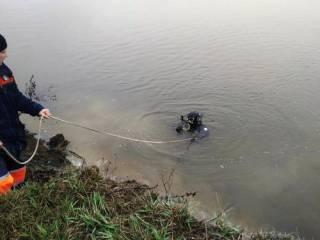 На Черниговщине во время рыбалки утонул автомобиль с мужчиной