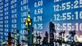 Бензин по 20 или гривна по 40. Как обвал на мировых рынках скажется на украинской экономике, курсе гривны и тарифах на коммуналку