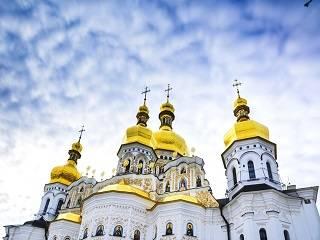 В УПЦ звонят в колокола, читают древние молитвы и дезинфицируют храмы