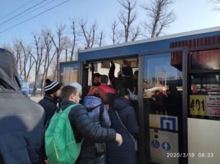 Местные власти признают абсурдность ограничения пассажиров в транспорте, но грозят водителям увольнением