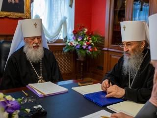 В УПЦ будут окроплять города святой водой и звонить в колокола
