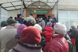 В Киеве пенсионеры штурмовали Ощадбанк, чтобы заплатить коммуналку