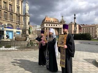 Митрополит Филарет объехал Львов с частичкой Креста Господня